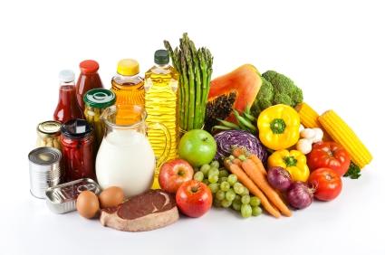 Produits laitiers, œufs, fruits et légumes bio. Vous pouvez stimuler la régénération du collagène  en consommant des légumes riches en fer et  fruits riches en vitamine C…  The Bridge MAG. Image
