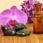 En cosmétique, dans la gamme impériale des produits de luxe, le sérum de jouvence de 150 ml à base d'orchidée qui coûte £ 400 soit 458 euros , est une alternative à la chirurgie esthétique. The Bridge MAG. Image