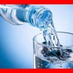 Essence de la vie, l'eau tout comme l'oxygène est indispensable au bon fonctionnement de notre organisme. Selon des faits scientifiques, le corps humain est constitué d'environ 80 % d'eau et le cerveau en moyenne de 77% d'eau. The Bridge MAG. Image