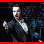 Le Fantôme de l'Opéra a toujours été dépeint comme un jeune homme défiguré portant un masque pour camoufler la partie handicapée voire inhumaine de son visage. The Bridge MAG. Image