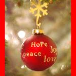 «Que tous ceux qui croient en la providence de Noël lèvent leurs coupes pour le toast de l'amitié et de l'affection Assurez-vous de passer un JOYEUX NOËL. » Orchidée Wafo The Bridge MAG. Image