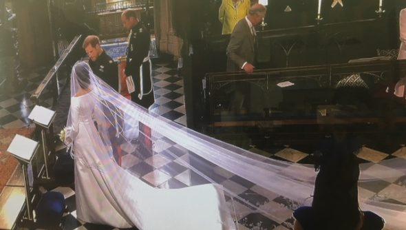 Nuptialité des tourtereaux royaux. Meghan Markle en robe de mariée Givenchy et voile de 5 mètres de long. The Bridge MAG. Image
