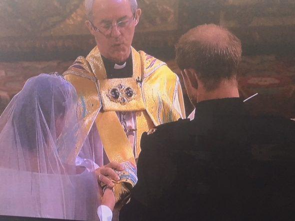 Nuptialité des tourtereaux royaux. Le prince Harry a épousé récemment l'Américaine Meghan Markle. « L'amour ne reconnaît aucune barrière… » Maya Angelou The Bridge MAG. Image